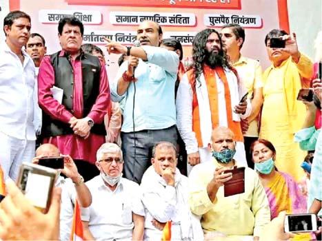 Senior Advocate  Ashwini Upadhyay speaking at the 'Bharat Jodo' event at Jantar Mantar